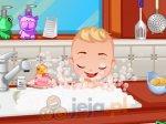 Kąpanie chłopca w kuchni
