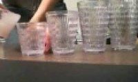 Trik ze szklankami