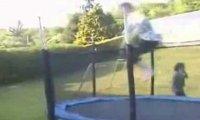 Kompilacja porażek na trampolinie