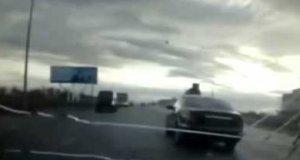 Naćpany kierowca potrącił pieszego i uciekł