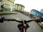 Szalona jazda rowerem po mieście