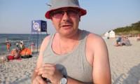 Typowy Janusz i degustacja piwa na plaży