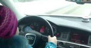 8-latka pędzi autem 100km/h