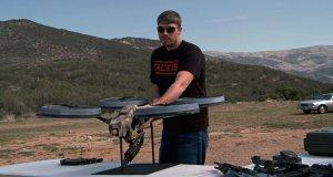 Quadrotor z karabinem maszynowym - broń przyszłości?