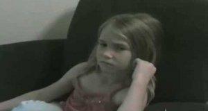 Wystraszona dziewczynka