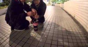 Nieudana zabawa z Coca-Colą i Mentosami