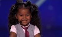 5 latka śpiewa piosenkę z