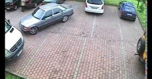 Ekstremalnie trudny wyjazd z parkingu