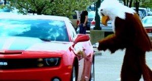 Ukryta kamera - sikanie na samochód