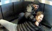 Morderstwo w windzie - a Ty jak się zachowasz?