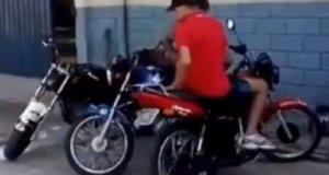 Mistrzowskie parkowanie motocykla