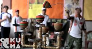 Triki z wykorzystaniem bąków na sznurkach