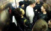 Jednostka ds. wkręcania w windzie