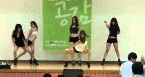 Występ taneczny na Koreańskiej Politechnice