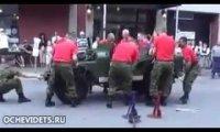 Demontaż i montaż Jeepa w 3 minuty