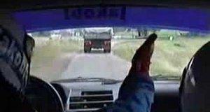 Dziwny wypadek na rajdzie