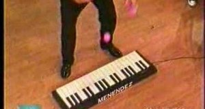 Żonglujący pianista