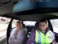 Policja zatrzymuje transwestytę