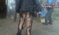 Modne mocno porwane spodnie