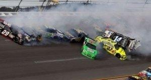 Niefortunne ostatnie okrążenie w NASCAR