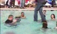 Criss Angel - chodzenie po wodzie