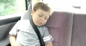 Jak obudzić dziecko w samochodzie?