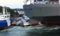 Ogromny statek taranuje jachty