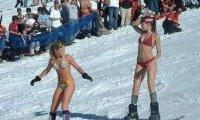 W bikini na snowboardzie. Nie bójmy się zimy!
