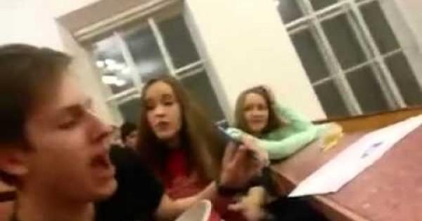 Atak profesora na przygłupiego studenta