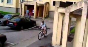 Osiedlowe popisy na rowerze