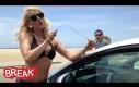 Gorąca laska włamuje się do samochodu - Ukryta kamera