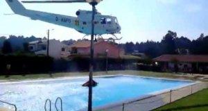 Śmigłowiec przeciwpożarowy i woda z basenu