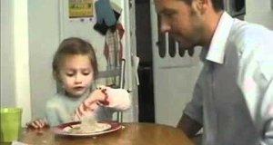 Tatuś, córka i dwie babeczki