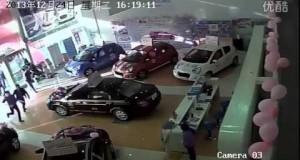 Wizyta chińskiej mafii w salonie samochodowym