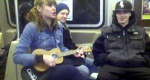 Koncert w wagonie metra