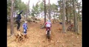 Skakanie przez skakankę na motorze