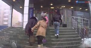 Rosyjski sposób odmrażania schodów