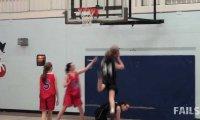 Porażka na żeńskim meczu koszykówki