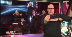 Tłumacz języka migowego przejmuje show