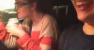 Żart z lodem w samochodzie