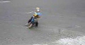 Małpka na motorku