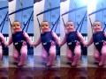 Dziecko tańczy na... smyczy. Gdy rodzice zbytnio się cieszą z dziecka