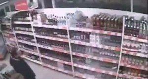 Niesamowicie głupi złodziej alkoholu
