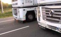 Tiry blokujące pas ruchu