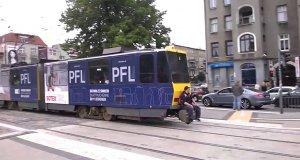 A tramwajem podróżuje tak