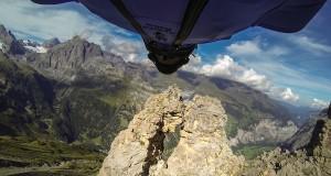 Ekstremalny lot przez skalny otwór