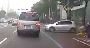 Wypadki samochodowe z nagłym przygazowaniem