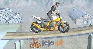 Motocykl na poligonie