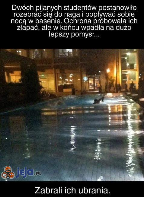Imprezka studencka w basenie