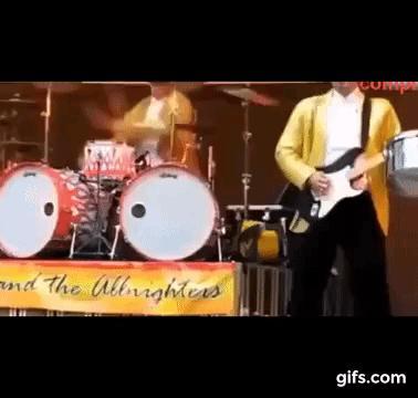 Perkusista chyba potrzebuje egzorcysty